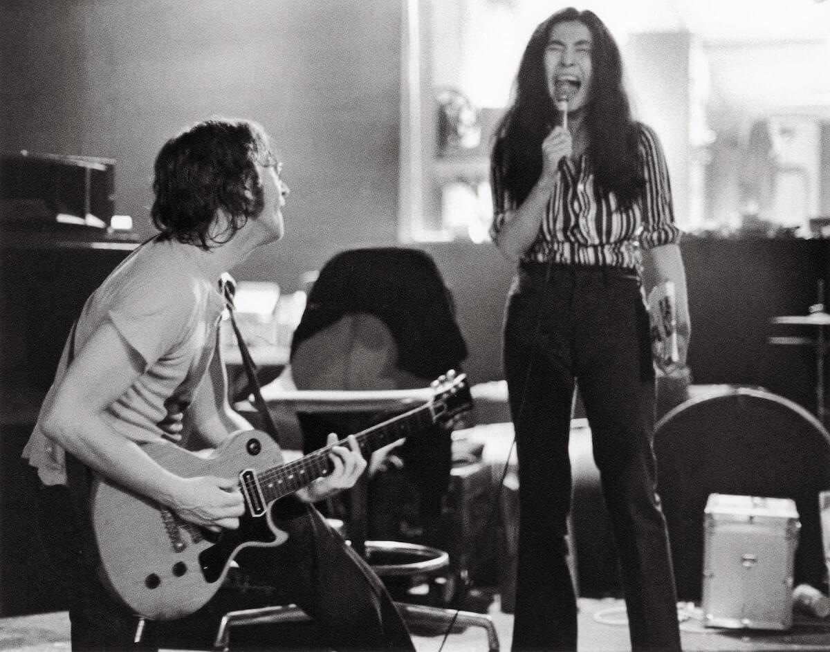 R-160_John&Yoko1972_Gruen